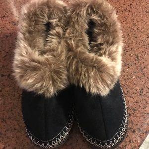 NWOT Isotoner house shoes